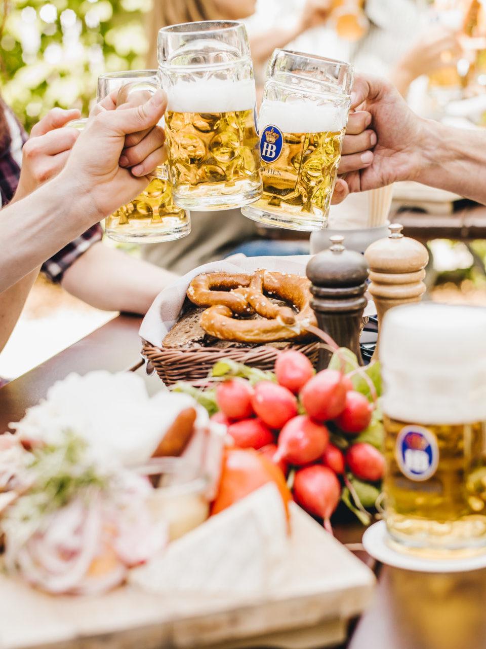 Biergarten mit Restaurant am Ammersee